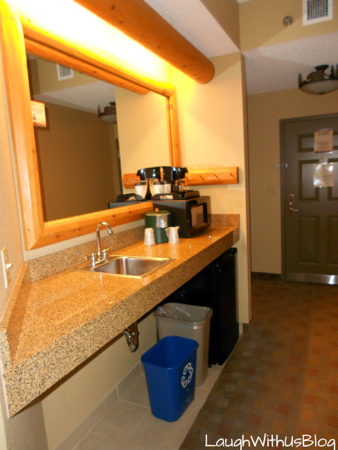 Grizzly Bear Suite mini kitchen