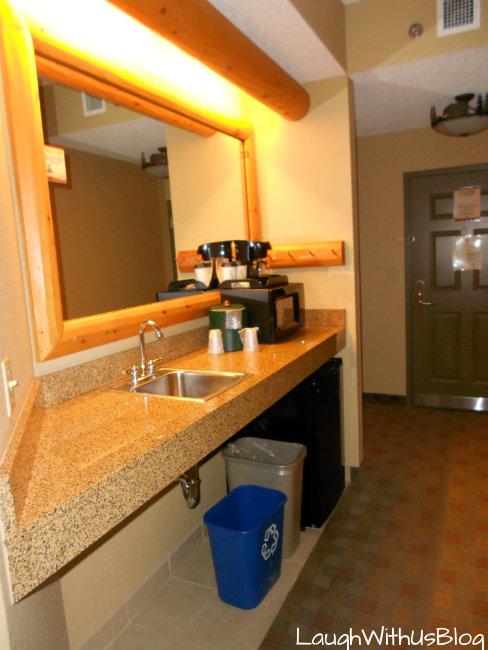 Grizzly Bear Suite mini kitchen