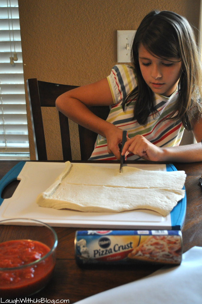 Easy Pizza Turnovers #KidsInTheKitchen