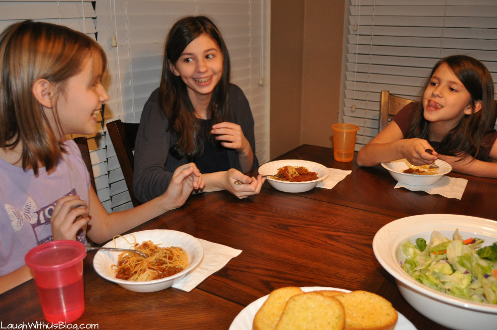 Family dinner time with Ragu #ad