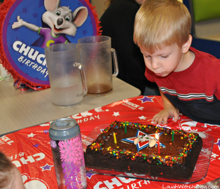 Chuck E Cheese Birthday Cake