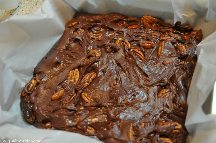 easy-microwave-pecan-fudge