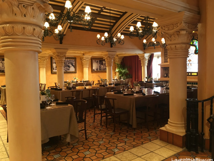 universal-studios-vip-experience-dining-room-la-bamba