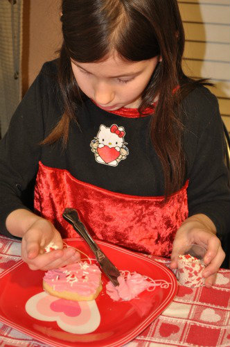 Kids make own Valentine cookie