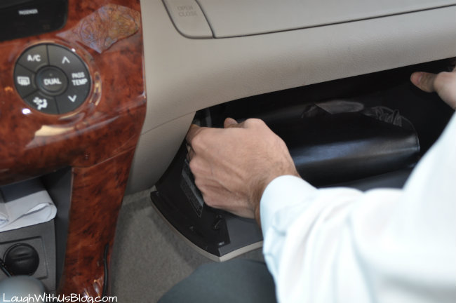 Removing the glove compartment
