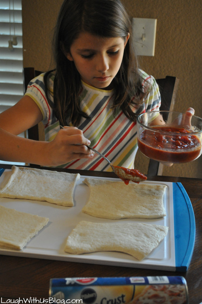 Easy Pizza Turnovers great for #kidsinthekitchen