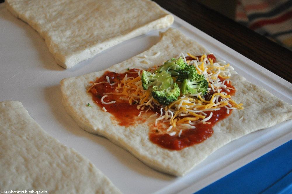 Easy Veggie Pizza Turnovers #kidsinthekitchen