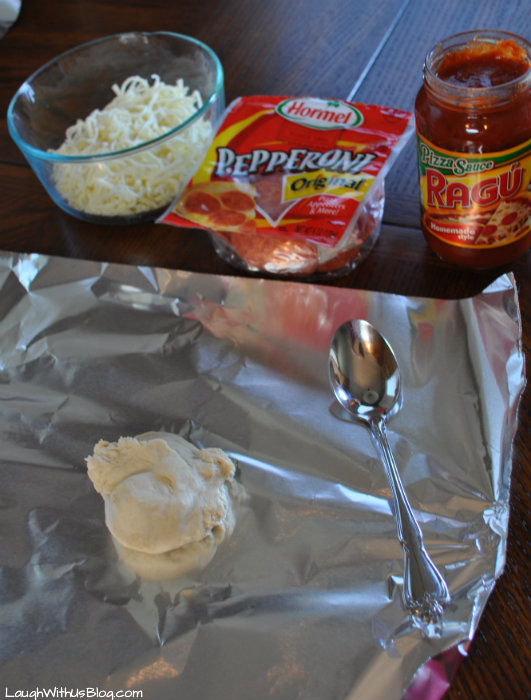 Make your own pizza kids activity