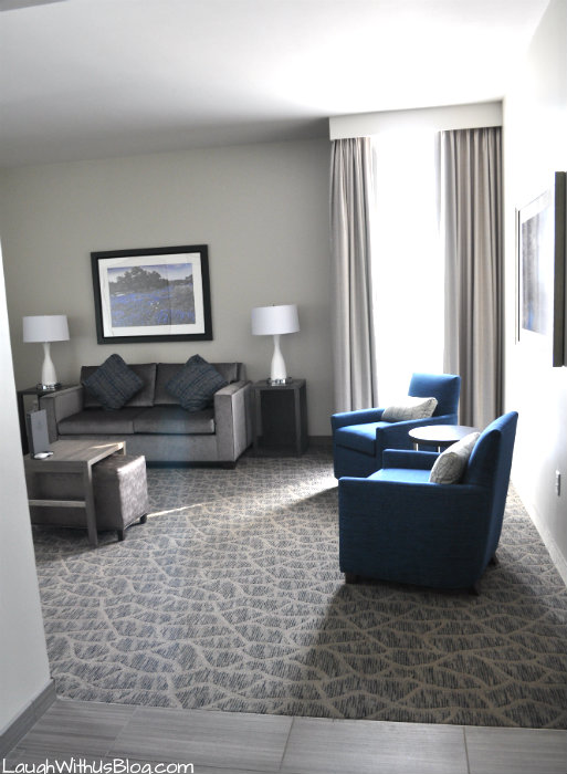 Room living area Embassy Suites The Woodlands #PrettyGreat