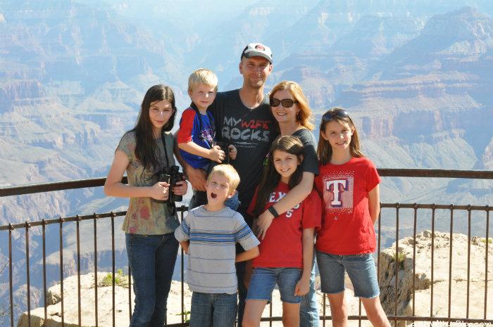 grand-canyon-family-photo