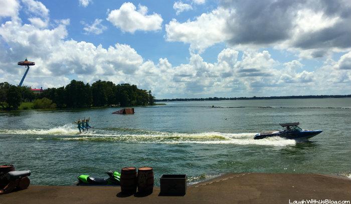 legoland-florida-shows-pirates-cove-live-water-ski-show
