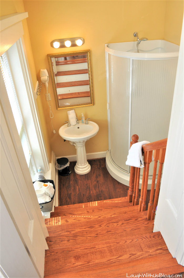 Pepin Mansion Bed and Breakfast Bathroom SoIn