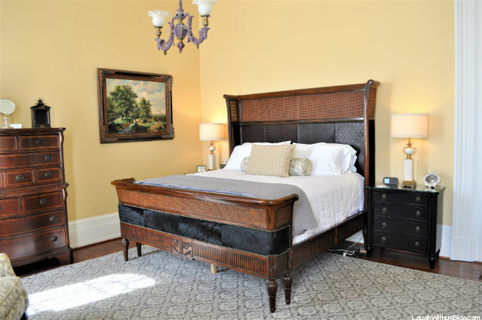 Pepin Mansion Bedroom with bathroom SoIn