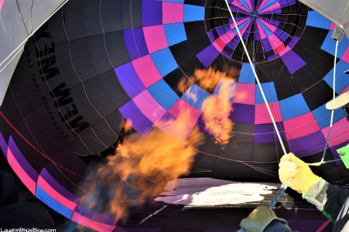Gallup Firing up hot air balloon